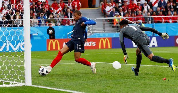 En marquant contre le Pérou, jeudi 21 juin, Kylian Mbappé est devenu, à 19 ans et 183 jours, le plus jeune buteur français dans un tournoi majeur - Coupe du monde ou Euro.