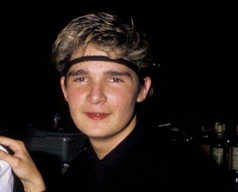L'acteur Corey Feldman, star du film « Les Goonies » à 16 ans (en médaillon), aurait été abusé quand il était mineur. Aujourd'hui, il dénonce la pédophilie à Hollywood.