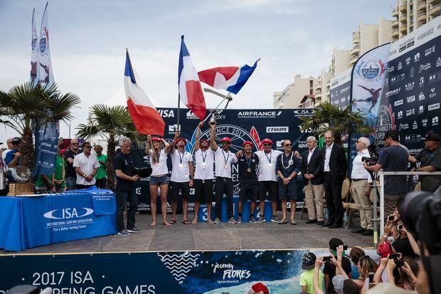 L'équipe de France au grand complet après son titre de championne du monde à Biarritz
