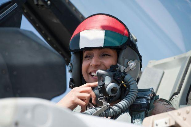 Mariam al-Mansouri, l'émiratie qui bombarde les positions des djihadistes.