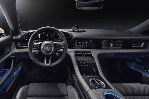 L'habitacle de la Porsche Taycan.