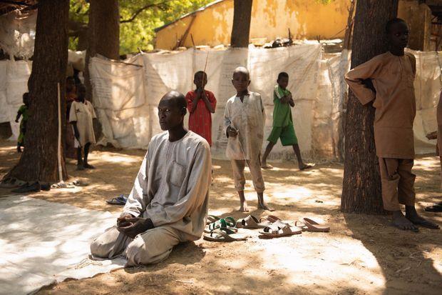 L'heure de la prière au camp de Bama. Plusieurs dizaines de milliers de déplacés et des centaines de repentis y ont trouvé refuge