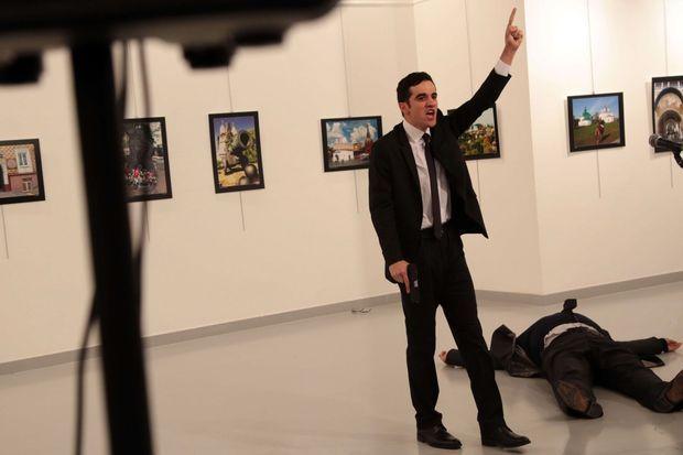 L'homme qui a tiré sur l'ambassadeur russe a été photographié.
