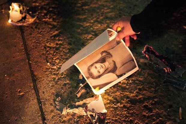 L'hostilité. Des portraits du roi et de Leonor sont brûlés par des indépendantistes lors d'une manifestation contre la venue de la famille royale à Barcelone. Le 4 novembre
