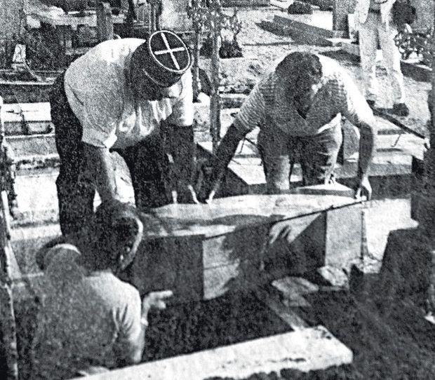 L'inhumation au cimetière de Suèvres, le 9 septembre 1987.