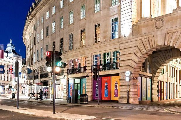 En décembre, L'Occitane inaugure 3 boutiques d'exception, des « flagships » sur les Champs-Elysées, avec Pierre Hermé, à Toronto, et à Londres (photo), 2 étages sur Regent Street.