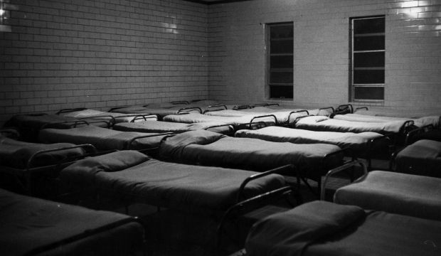 L'un des dortoirs de la la Dozier School, photographié dans les années 1960.