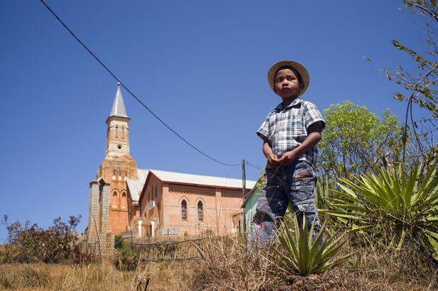 Grâce à l'arrivée de l'eau potable, tous les enfants pourront se rendre à l'école.