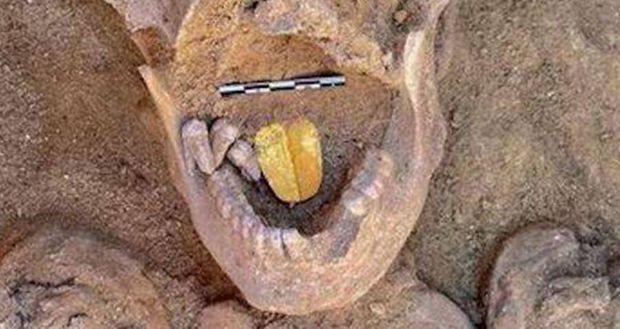 La langue d'or, une prothèse pour l'au-delà.