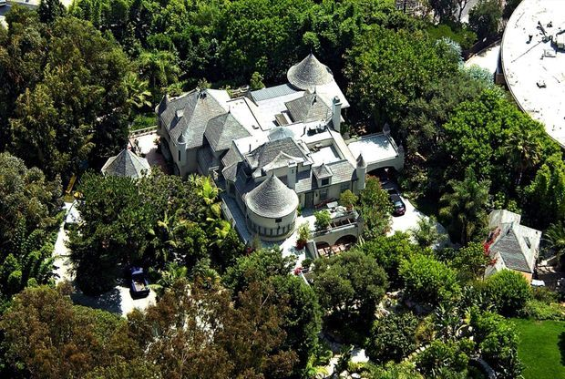 La maison de Johnny achetée en 2002 : du médiéval hollywoodien dans les collines des milliardaires.