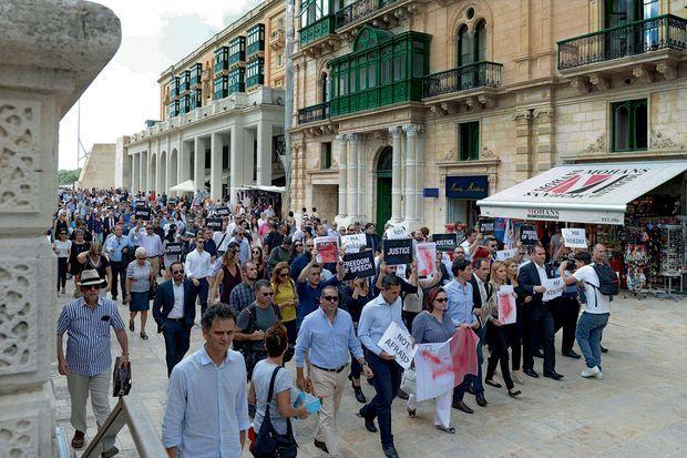 La marche des journalistes à La Valette, le 19 octobre. Sur leurs pancartes : « Même pas peur ».