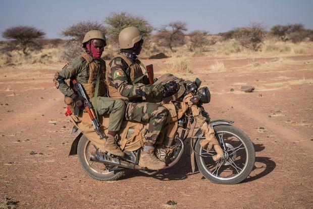 La moto chinoise Sanya, un véhicule prisé des soldats maliens… comme de leurs adversaires