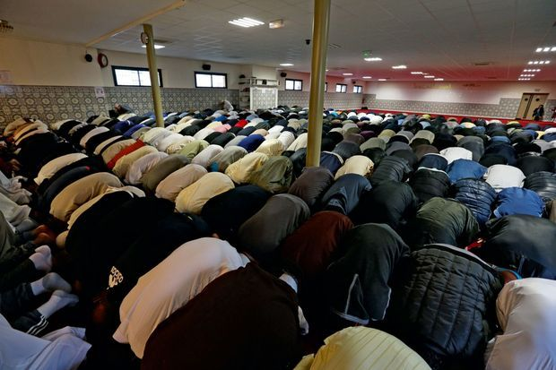 La prière à la mosquée de la Reine Jeanne.