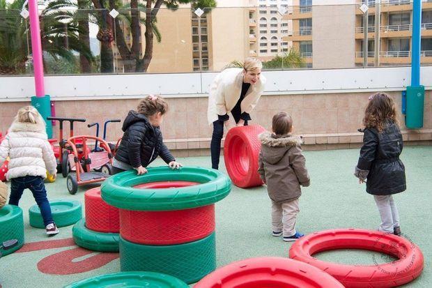 La princesse Charlène de Monaco à l'école maternelle des Carmes.