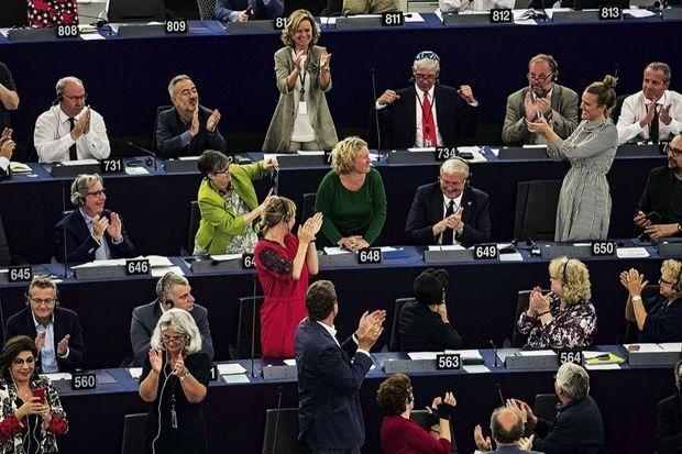 La résistance s'organise. L'eurodéputée néerlandaise Judith Sargentini (au centre) est à l'origine du rapport qui dénonce la politique autoritaire de Viktor Orban. Au Parlement européen de Strasbourg, lors du vote contre la Hongrie, le 12 septembre 2018.