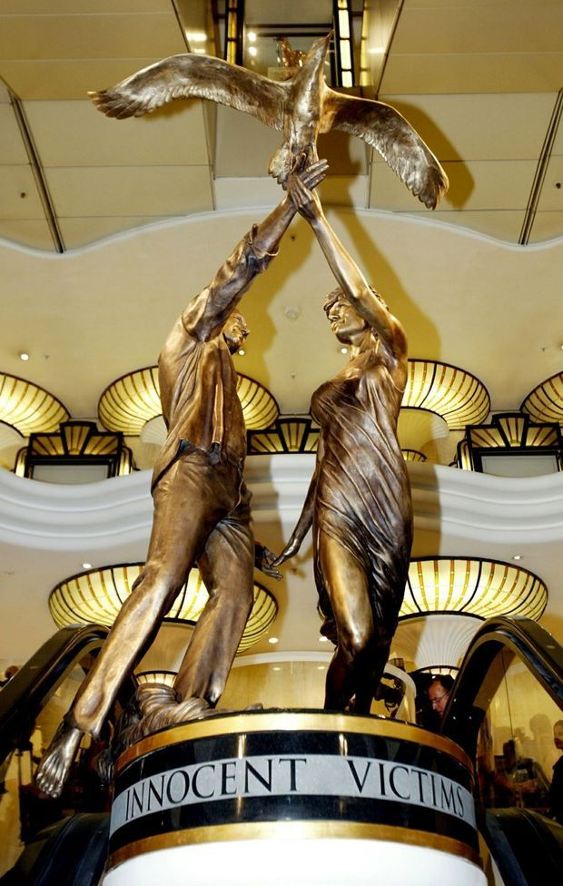 La statue de Diana et son petit ami Dodi Al-Fayed, chez Harrods.