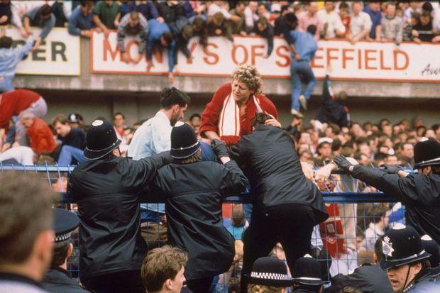 La tragédie du stade d'Hillsborough fera plus de cent morts.