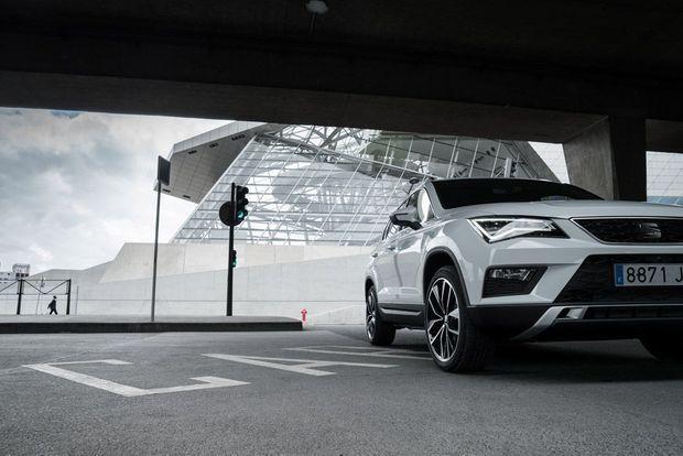 La nouvelle SEAT Ateca vous permet d'aborder les journées autrement et de voir les choses sous un nouvel angle. Équipée de tout ce dont vous avez besoin pour rendre l'ordinaire un peu plus extraordinaire, cette nouvelle voiture saura pimenter votre quotidien.