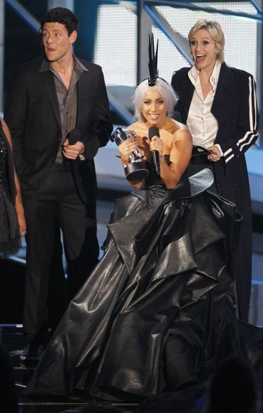 Lady GaGa en Armani - attention format portrait-