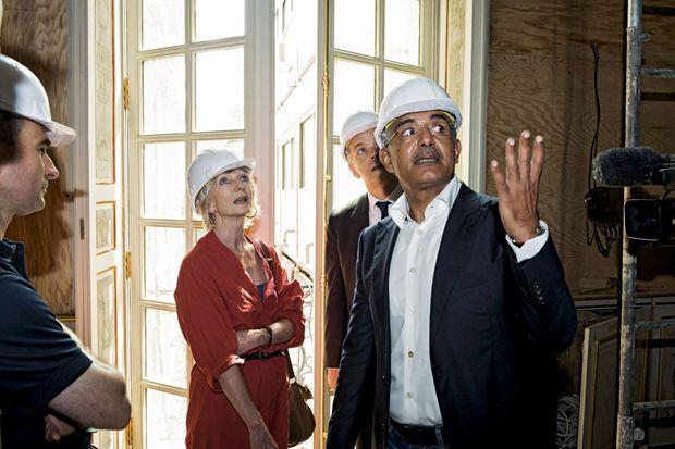 Lundi 15 juillet, le propriétaire, Abdullah Bin Khalifa Al Thani, fait un état des lieux en présence de la restauratrice Madeleine Hanaire.
