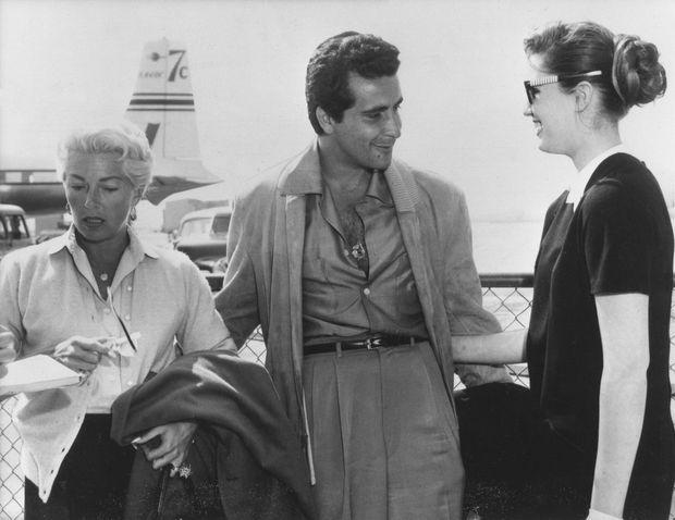 """""""Le 19 mars dernier, elle vient à l'aéroport attendre Lana qui revient de vacances avec son fiancé Stompanato.""""- Paris Match n°471, 19 avril 1958."""