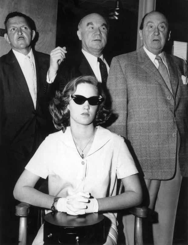 """Cheryl Crane, lors de son procès, le 11 avril 1958, une semaine après la mort de Johnny Stompanato. Le juge a estimé que le geste de la jeune fille de 14 ans constituait un """"homicide légitime"""" pour défendre sa mère Lana Turner."""