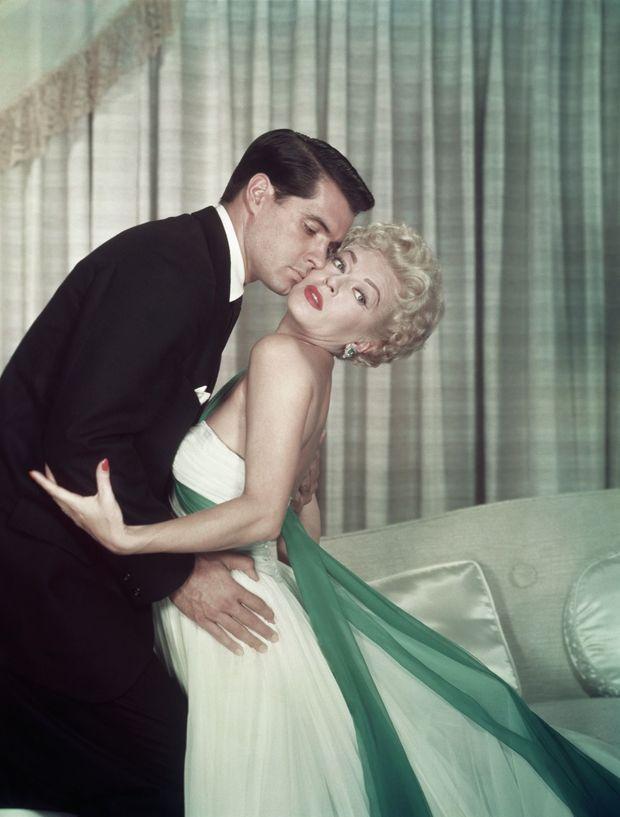 """Lana Turner avec John Gavin dans le film """"Imitation of Life"""" (Le Mirage de la Vie) de 1959, réalisé par Douglas Sirk."""