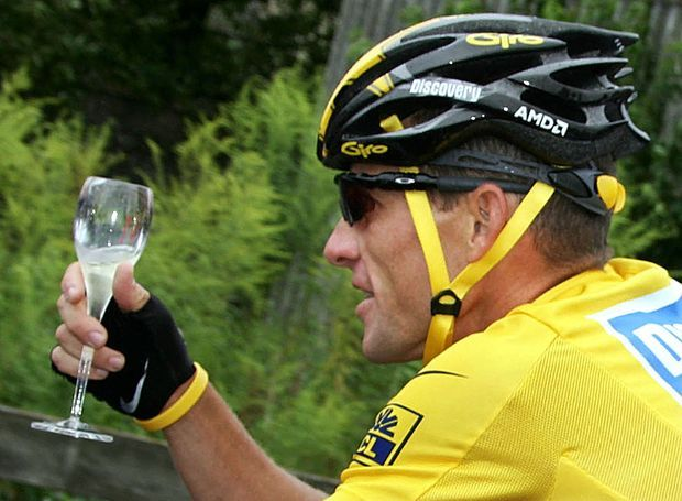 Lance Armstrong remporte le Tour de France en 2005.
