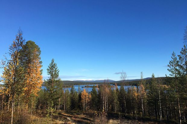 Le lac Jeris et au loin les montagnes Tuntunri au coeur de la Laponie