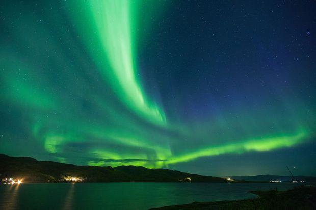 L'observation des aurores boréales.
