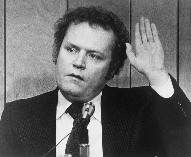 Larry Flynt lors de son procès pour obscènité au tribunal de Lawrenceville en Géorgie, le 3 Mars 1978. À la sortie de l'audience, il sera pris pour cible par Joseph Paul Franklin, suprémaciste blanc et tueur en série.