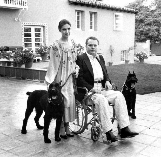 Larry Flynt et son épouse Althea chez eux, le 11 mars 1979, un an après l'attentat contre le pornographe.