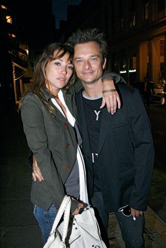 Un frère et une soeur, tous deux blessés par l'absence de leur père. Laura et David, le 14 juillet 2009, lors du concert gratuit donné par Johnny au Champ-de-Mars.