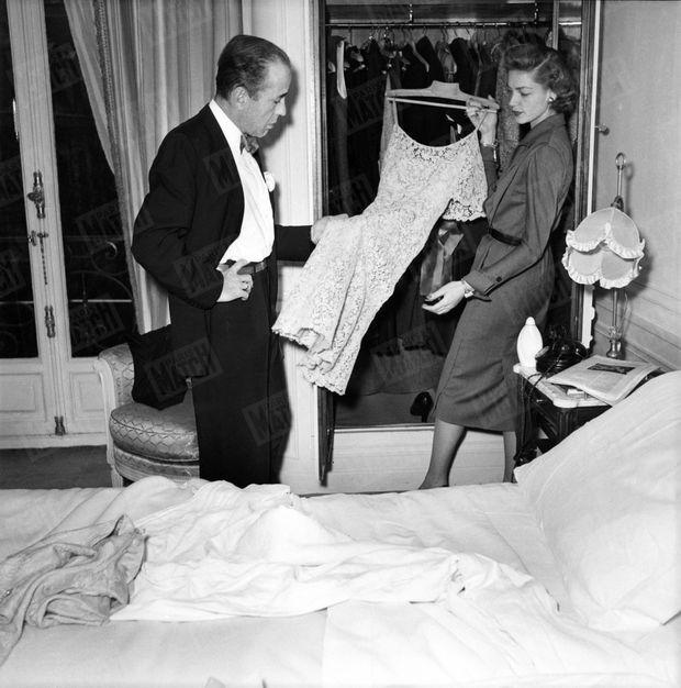 « Sa garde-robe : 5 tailleurs et 3 robes sévères, sauf celle du soir, en dentelle. » - Paris Match n°107, 7 avril 1951