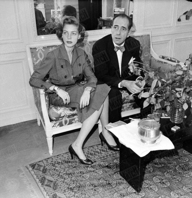 Lauren Bacall et Humphrey Bogart au Ritz de Paris, en avril 1951.