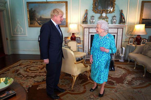 Le 24 juillet, la Reine accueille Boris Johnson à Buckingham. Il devient son 14e Premier ministre depuis son couronnement, en 1952.