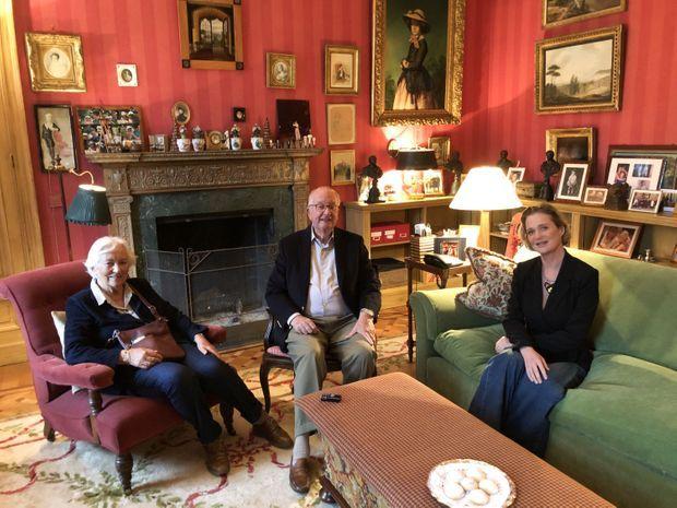 Le 25 octobre, Delphine était reçue par Albert et Paola au Belvédère, résidence privée du couple. L'image, à la fois avenante et compassée, rappelle ces illus de boîtes de biscuits, un royal merchendising en mode « updated ».