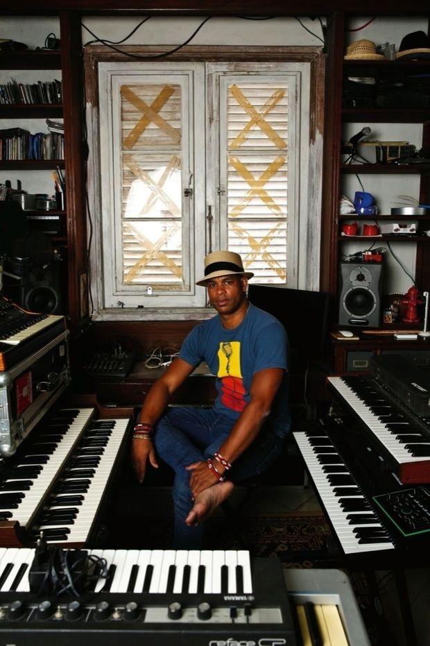 Le 26 septembre, chez lui, dans son studio d'enregistrement.