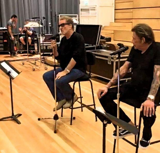 Le 5 juin, à La Scène musicale, à Boulogne-Billancourt, la répétition des crooners avant la tournée des Vieilles Canailles.