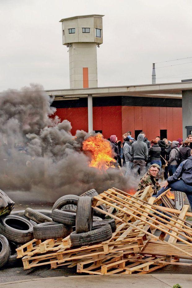 Le 7 mars 2019, blocage de la prison après une attaque terroriste.