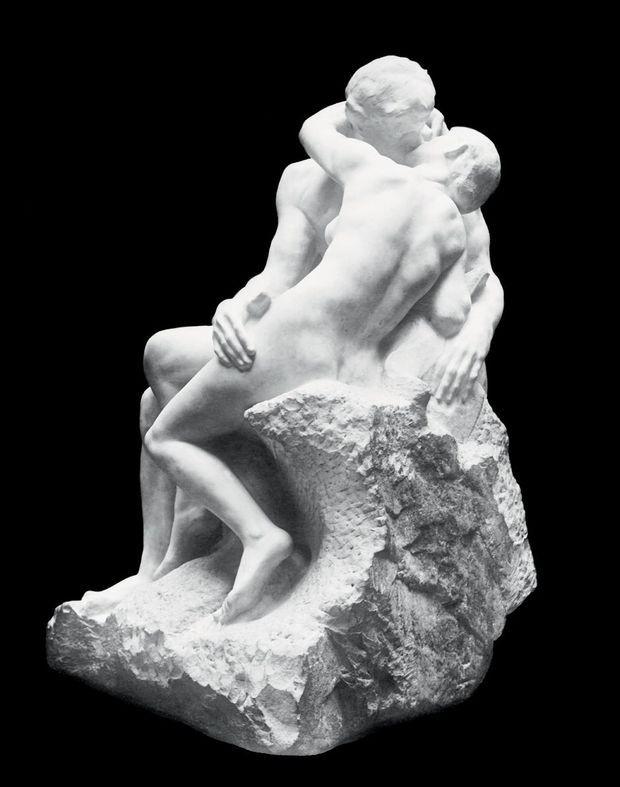 «Le baiser», taillé dans le marbre entre 1888 et 1898, représente un couple d'amants issus de «La divine comédie» de Dante.