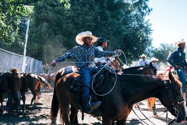 Le Bill Pickett Rodeo fête ses 35 ans. Cette compétition afro-américaine, l'un des rodéos communautaires du pays, tient son nom d'un champion du début du XX e siècle.