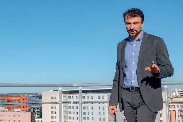 Le candidat EELV Grégory Doucet est favori à Lyon dans les sondages.