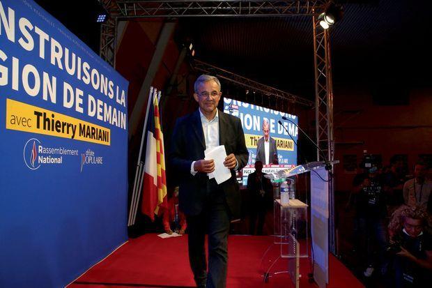 Le candidat RN Thierry Mariani après la proclamation des résultats du premier tour et son allocution, au Pontet.