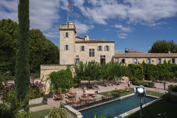 Le château de Calvières, un décor de rêve pour « Ici tout commence ».