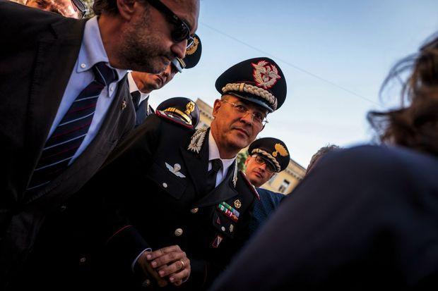 Le chef de la police Alessandro Giulianoet le général des Carabinieri Giuseppe Canio La Gala y ont participé.