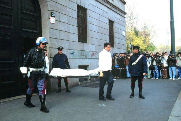 Le corps de Maurizio Gucci, après avoir été tué à Milan.