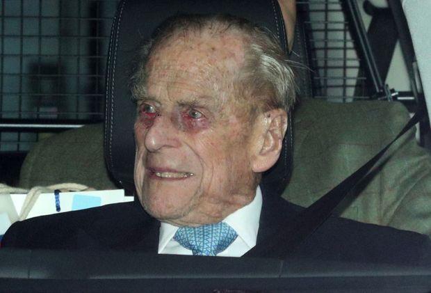 Le duc quitte l'hôpital King Edward VII, le 24 décembre 2019, après quatre jours d'examens sur lesquels le palais n'a pas communiqué. Il n'a désormais plus le droit de prendre le volant