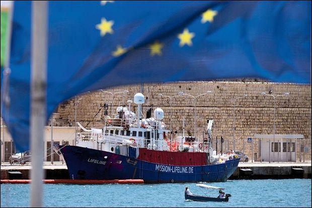Le « Lifeline », navire de secours de l'ONG allemande Mission Lifeline, a finalement accosté au port maltais de La Valette.