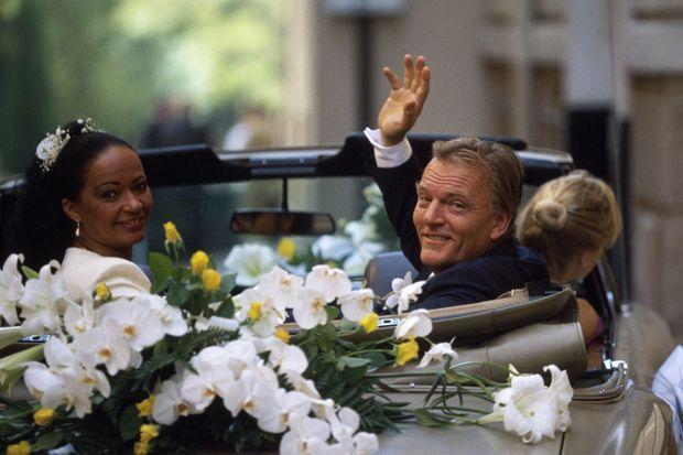 Le baron Edouard-Jean Empain a épousé en seconde noces Jacqueline Ragonaux, le 24 septembre 1990 à la mairie de Monaco.